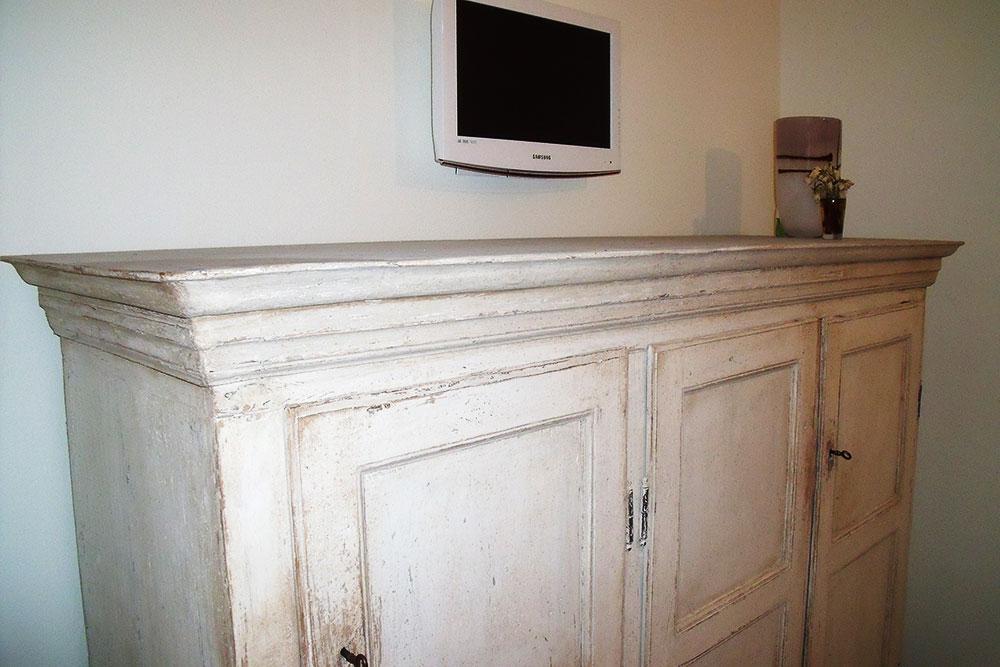 Restauro mobili antichi noleggio sgombero locali for Laccatura mobili