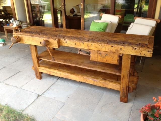 Banco da falegname utilizzato come tavolo da pranzo in veranda - Tavolo da falegname ...