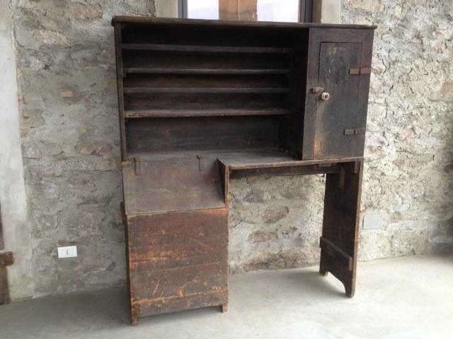 Antico mobile da cucina rustico